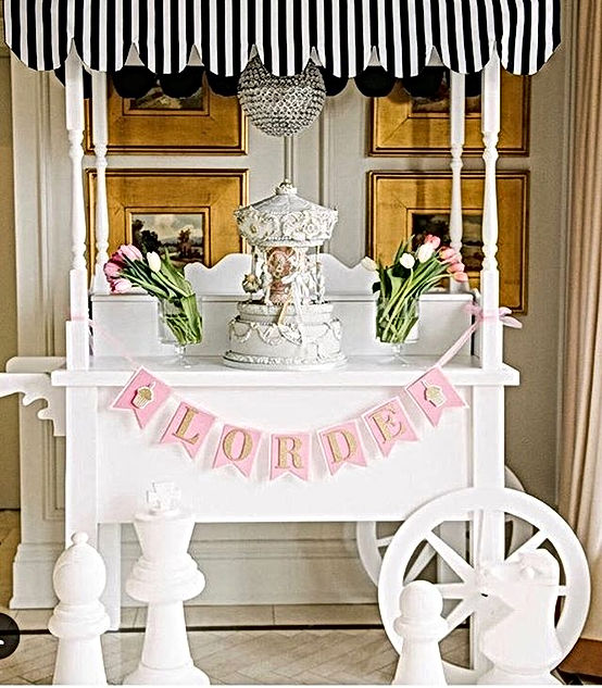 Whimsical perfection._._Our sweet cart f