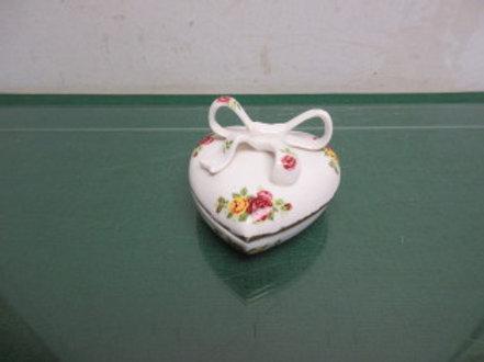 "Fine bone china ""cottage rose"" white heart shaped trinket with bowl on lid"