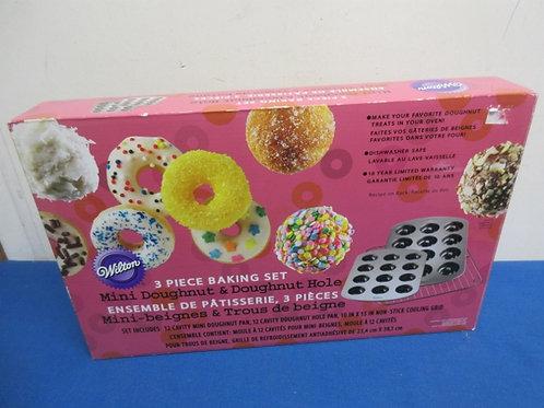 Wilton 3 pc set, mini doughnut hole  pans< New in box