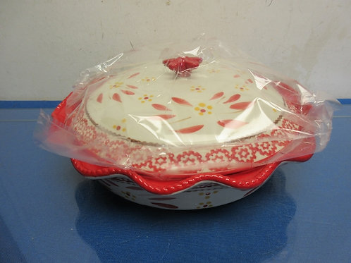 Temptations Old World pie plate with dome lid-red-