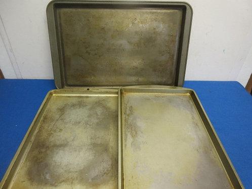 "Set of 3 smaller metal trays, Wear, 10x14, 10x14. 11x16"""