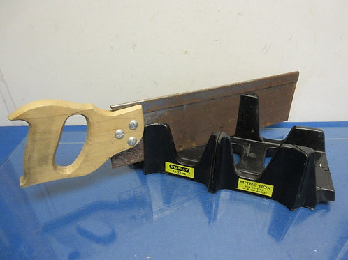 Vintage Stanley mitre box & saw, for 45 & 90 degree angles