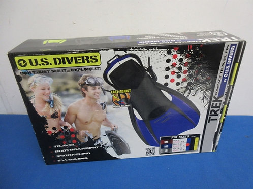US Divers compact travel fins, never used, size medium, with size adjustment