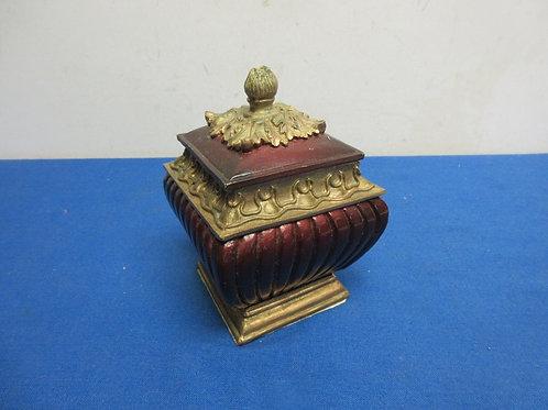 Small square keepsake box