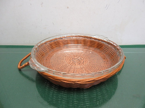 GlassBake glass pie plate in  wicker carrier with handles