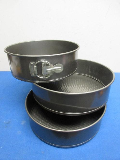 Set of 3 spring form cake pans, graduated sizes
