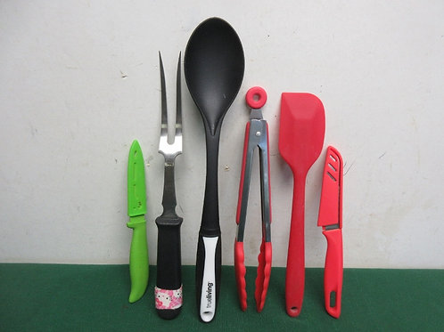Set of 4 kitchen utensils and 2 knives