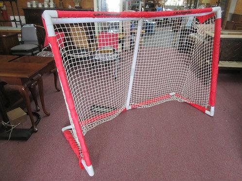 "Powerbolt pvc street hockey net - 72"" - 2 available"