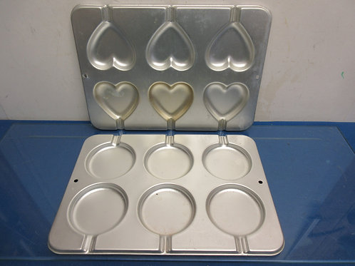 Set of 2 muffin top baking pans- heart and round shaped