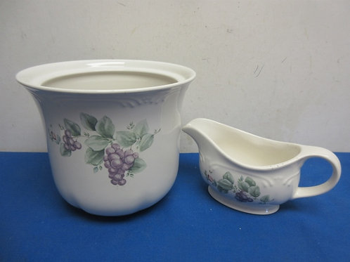 Pair of Pfaltzgraff item, grape design gravy boat and deep container