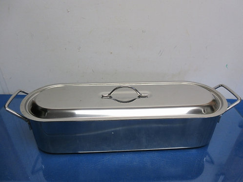 Fish Poaching long oval stainless pan with lid and pull out strainer