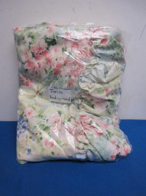 Twin floral bedspread