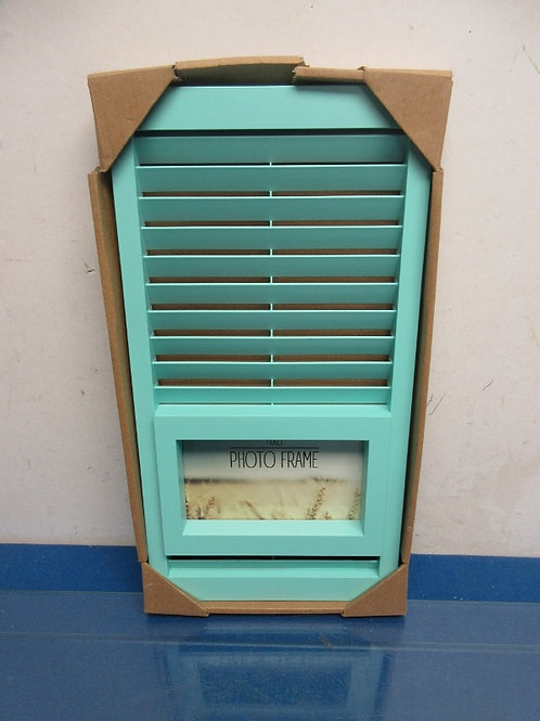 Green shutter with 4x6 photo frame insert - new