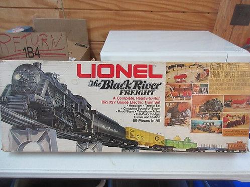 Vintage 70's lionel 027 gauge black river train set, 6 cars, transformer,