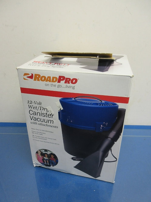 Road Pro 12 volt wet/dry canister vac w/attachments-plugs into car lighter