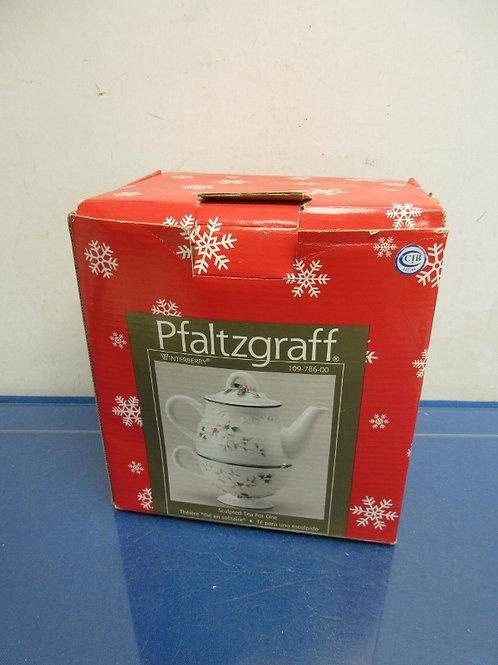 Pfaltzgraff Winterberry sculpted tea for one in box