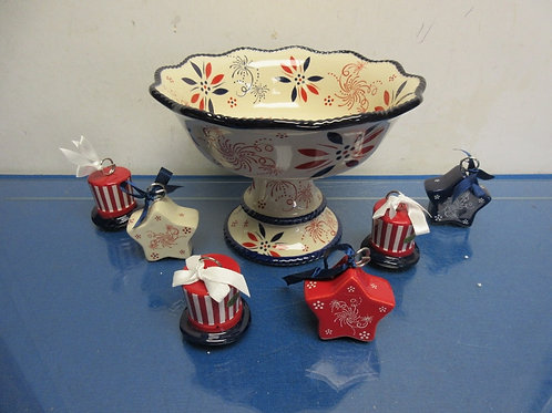 Temptations centertaining patriotic pedestal dish with 6 place card holders