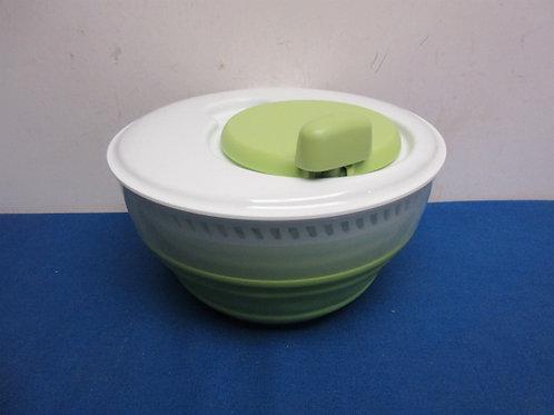 Progressive white/green salad spinner