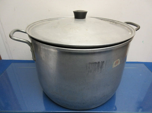 "West Bend large aluminum canning pot with lid, dia 14"" x 9"" high"