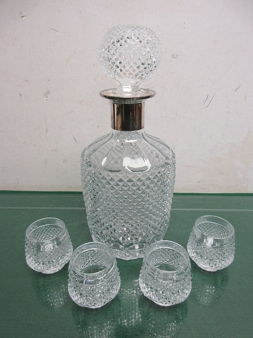 Crystal cut glass decanter with stopper & 4 tiny shot glasses