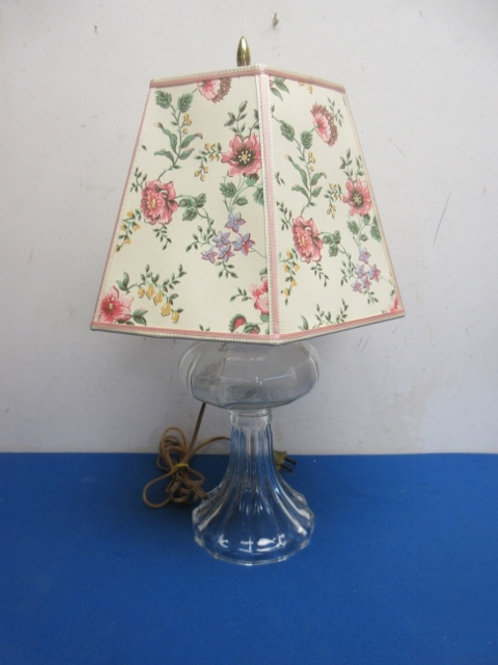 Glass table lamp with floral hexagon shade