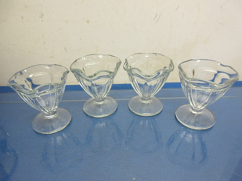 Set of 4 footed glass sundae dishes