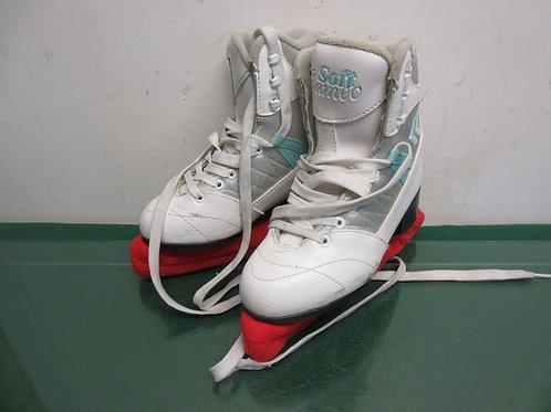 Children's white size 3 figure skates