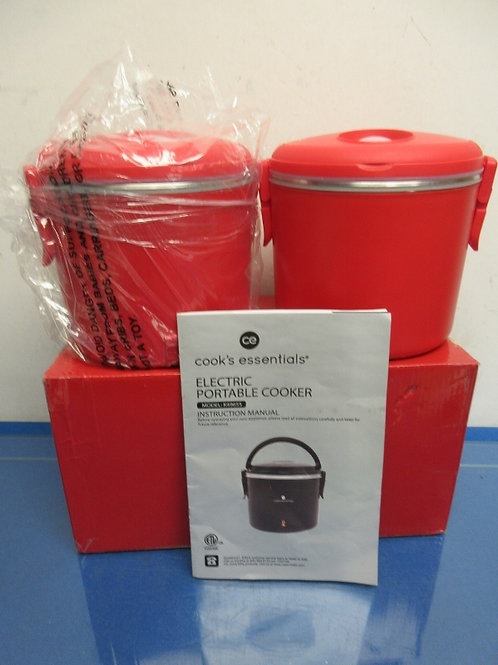 Cooks Essential set of 2 small red electric warming pots, great for hot lunches