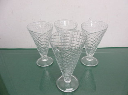 William Sonoma set of 4 ice cream sundae glasses