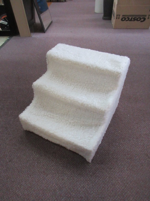 Faux fur covered dogg steps - white