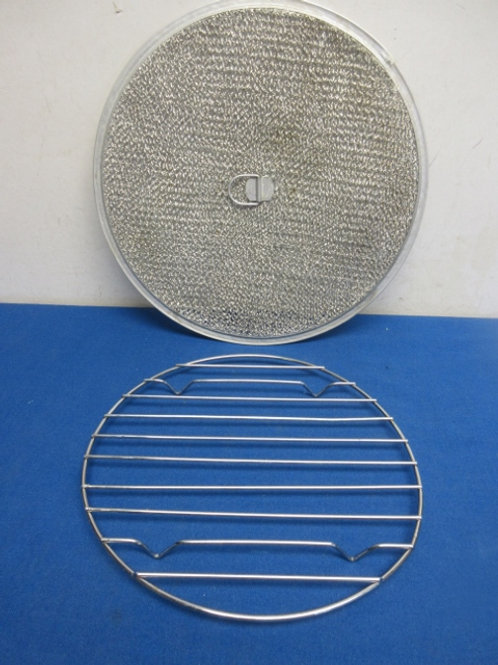 """One round cooling rack for 9"""" cake, and one splatter screen"""