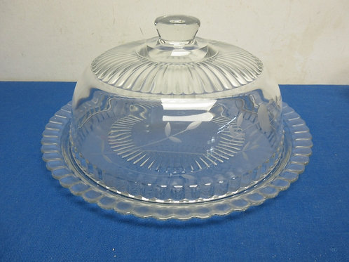 Glass domed cake dish