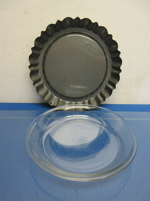 Glass pie pan and a fluted edge dessert pan