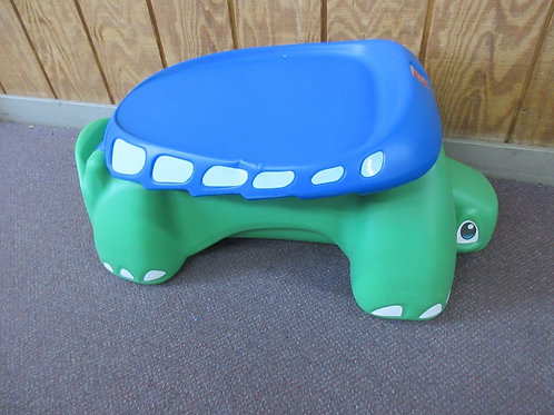 Step 2 flat top turtle, sit and doodle play desk, with storage under shell