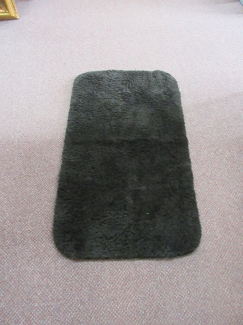 "Black bath room rug with rubber back, 18x33"""