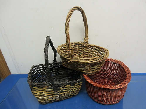 Set of 3 small baskets