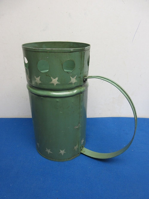 Green metal charcoal starter