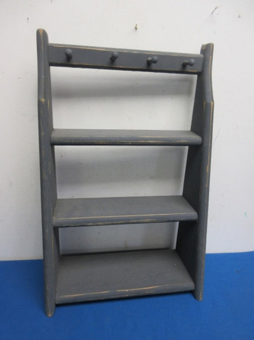 Small gray distressed shelf, 3 shelves and 4 knobs for hanging keys