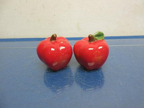 Red apple salt & pepper shakers