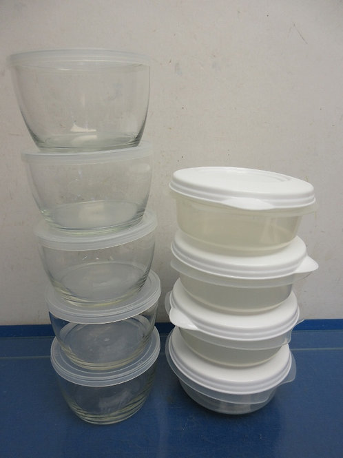 Set of 5 glass containers with lids and 4 plastic with lids