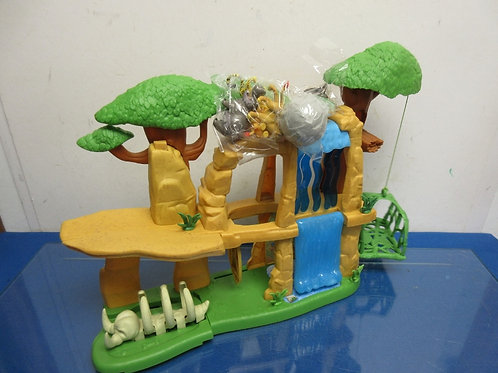 Disney Lion King playset with 4 accessories