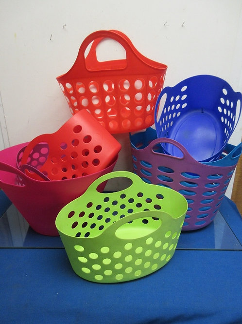 Set of 8 assorted size and color plastic carry totes