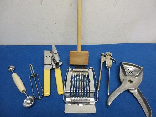 Bag of assorted kitchen utensils (can opener, egg slicer, peeler & more)