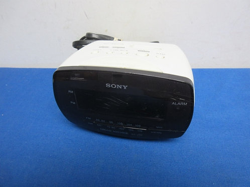 Ivory Sony am/fm clock radio