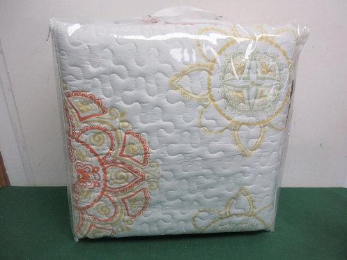 Macy Queen 3 pc quilt set, new in pkg