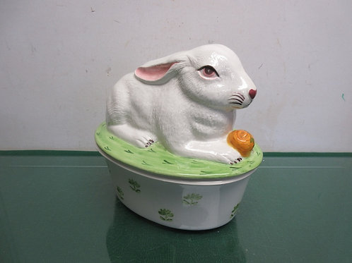Oval baking dish with a large white rabbit sitting on the lid