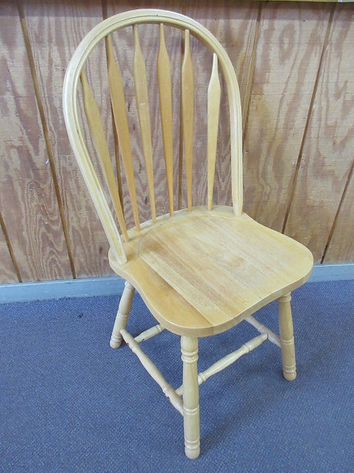 Natural tone Windsor back chair