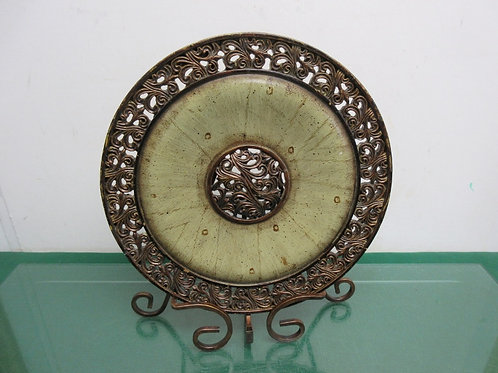 Decorative disc on metal stand