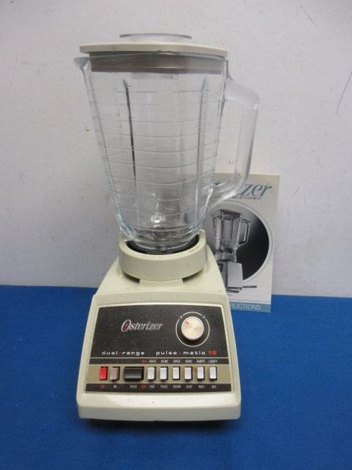 Osterizer liquifier blender with glass container