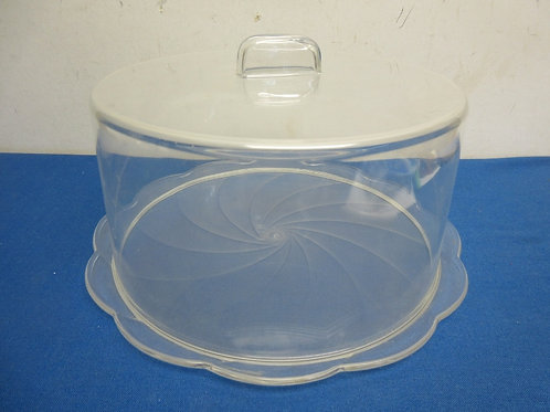Plastic cake dish and cover